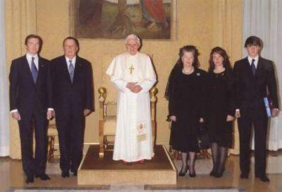 Don Carlos junto con su Real Familia, recibidos en una Audiencia privada por el Papa Benedicto XVI en 2010