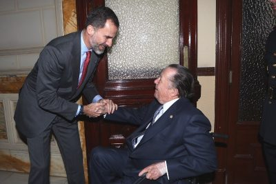Don Carlos recibe el saludo de su sobrino el rey Felipe VI de España