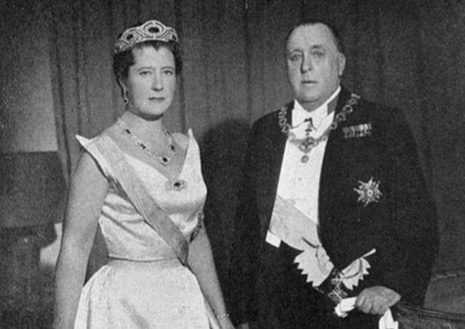 El Infante Don Alfonso de Borbón-Dos Sicilias, Duque de Calabria, LIII (XIX) Gran Maestre (1960 – 1964), con su esposa la Infanta Alicia, princesa de Parma
